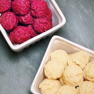 Raw Vegan Vanilla Macaroons & Raspberry Macaroons