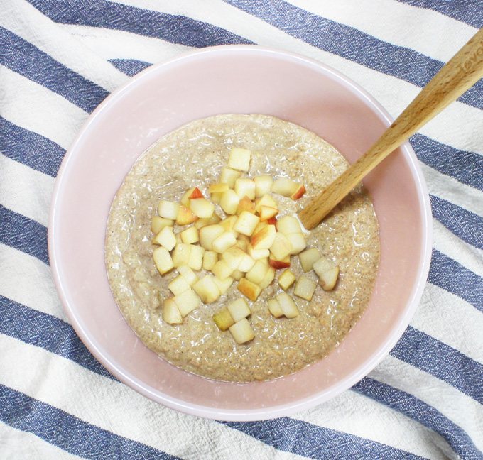 raw vegan apple cinnamon oatmeal