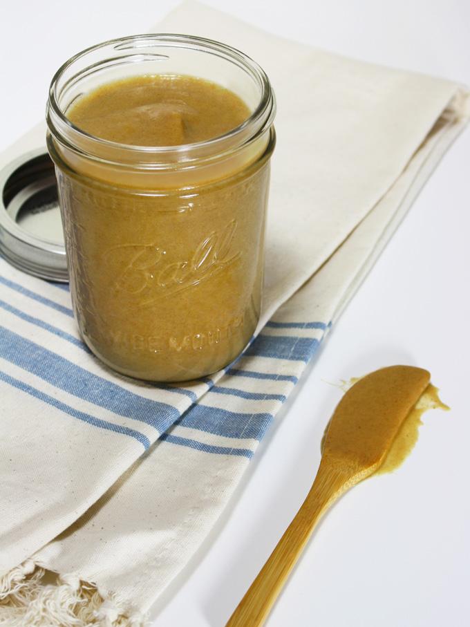 raw vegan date caramel sauce