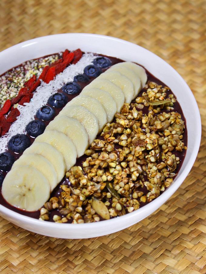raw vegan acai bowl
