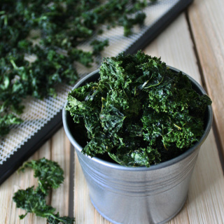 raw vegan crispy kale chips