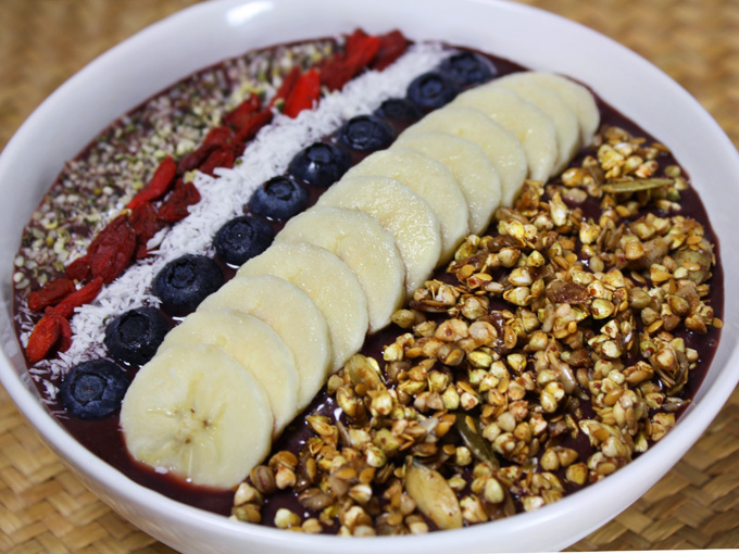 raw vegan acai bowl