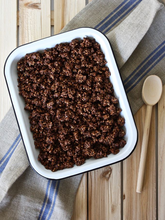 raw vegan chocolate granola